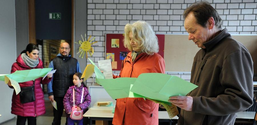 FOTO: Hans-Joachim Winckler DATUM: 16.3.2014..MOTIV: Kommunalwahl in Fürth -  Wahllokal in der Adalbert-Stifter-Schule