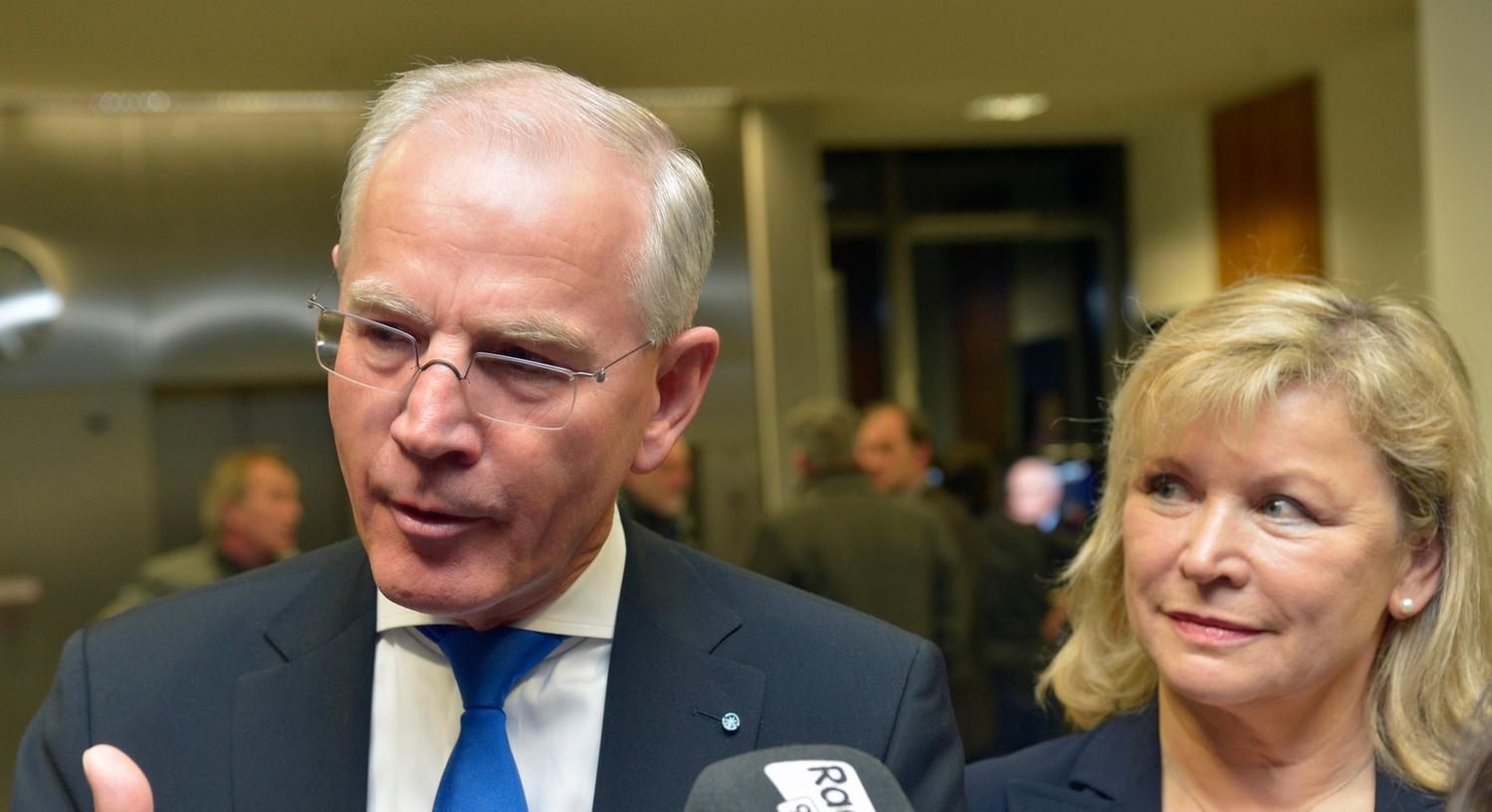 Die Ernüchterung stand Siegfried Balleis am Sonntagabend ins Gesicht geschrieben. Er verlor im Vergleich zur letzten Kommunalwahl im Jahr 2008 deutlich an Stimmen und muss in die Stichwahl gegen Florian Janik von der SPD.