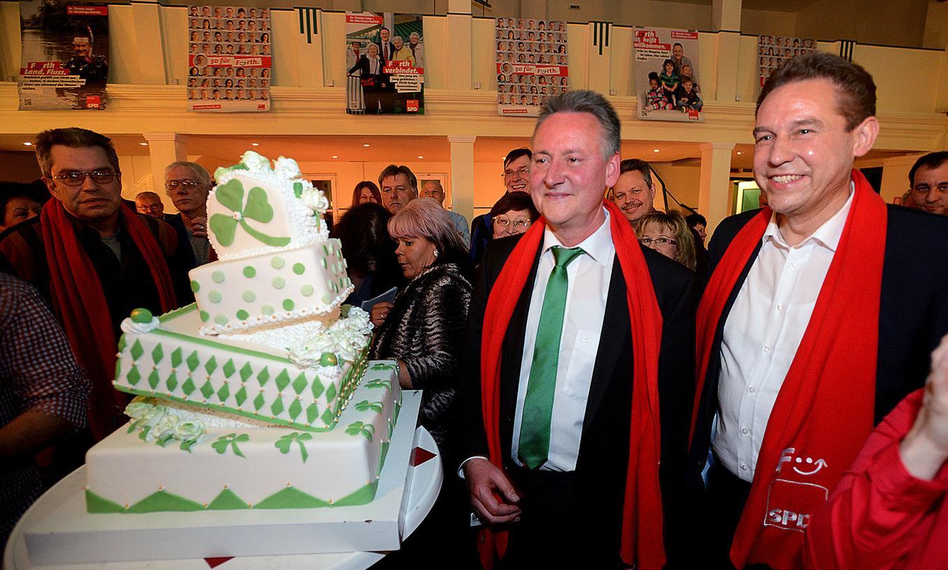 Fürths Oberbürgermeister Thomas Jung lässt sich von seinen Parteifreunden im Grünen Baum feiern.