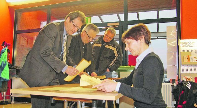 Die Auszähler mussten in Solnhofen am Sonntag noch einmal ran. Ein Fehler bei den Briefwahlunterlagen machte eine Nachwahl des Gemeinderats erforderlich.
