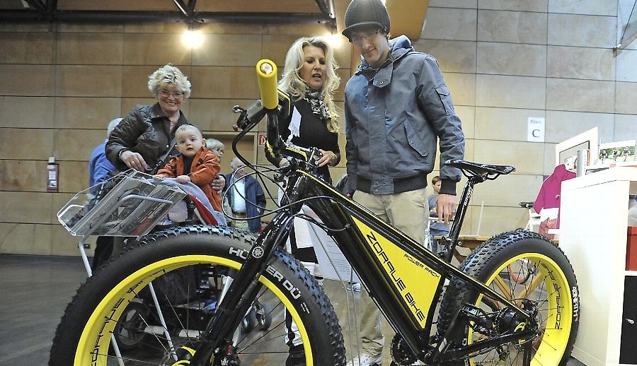 Breite Pneus und bizarres Design erregten Aufsehen: In der Fürther Stadthalle waren neue Fahrradmodelle wie dieses ebenso umlagert  wie raffinierte Ausstattung und Tourismusangebote.