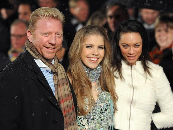 Boris Becker kommt mit seiner Frau Lilly und der Sängerin Victoria Swarovski zur Narnia-Premiere.