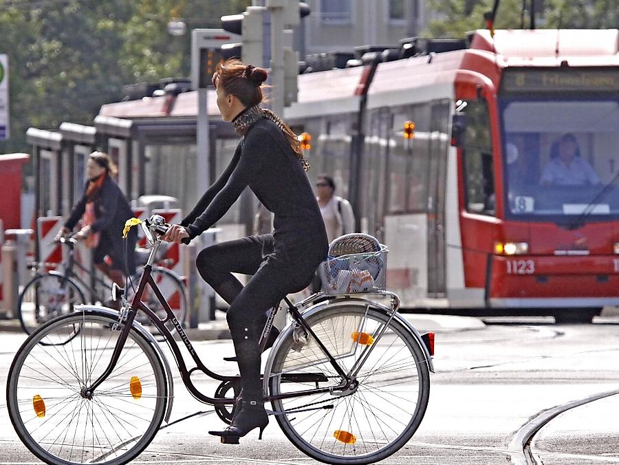 Beliebte Verkehrsmittel in Nürnberg sind Bahnen und Busse sowie das Fahrrad.
