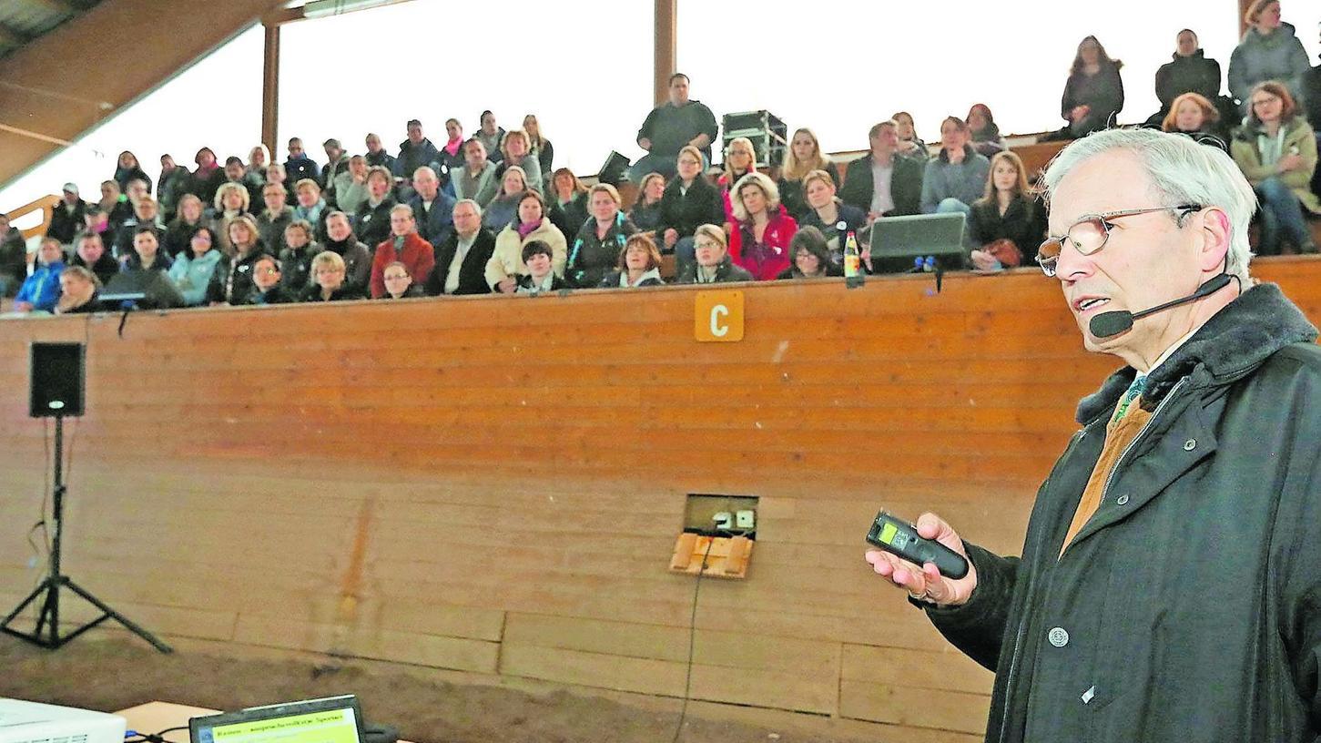Pferdewirtschaftsmeister Michael Putz beeindruckte das Fachpublikum mit zahlreichen Tipps, die sich sofort in das Training von Reitern und Pferden einbauen lassen.