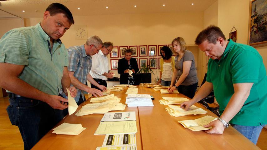 Die Auszählung der Stichwahl in Dietfurt brachte am Ende ein Ergebnis, mit dem  wohl nur wenige gerechnet hatten.