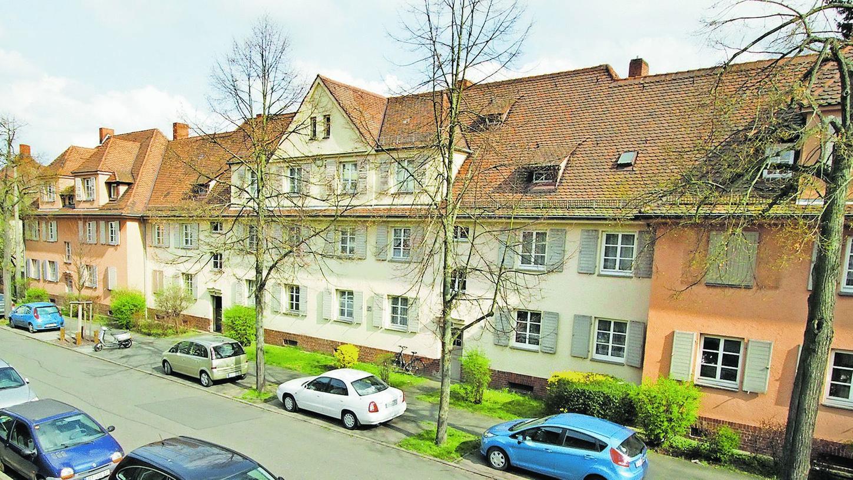 Die Häuserzeile entlang der Schillingstraße sollte nach Ansicht von Anwohner Johannes Kahlen erhalten bleiben. Doch die wbg lehnt ab.
