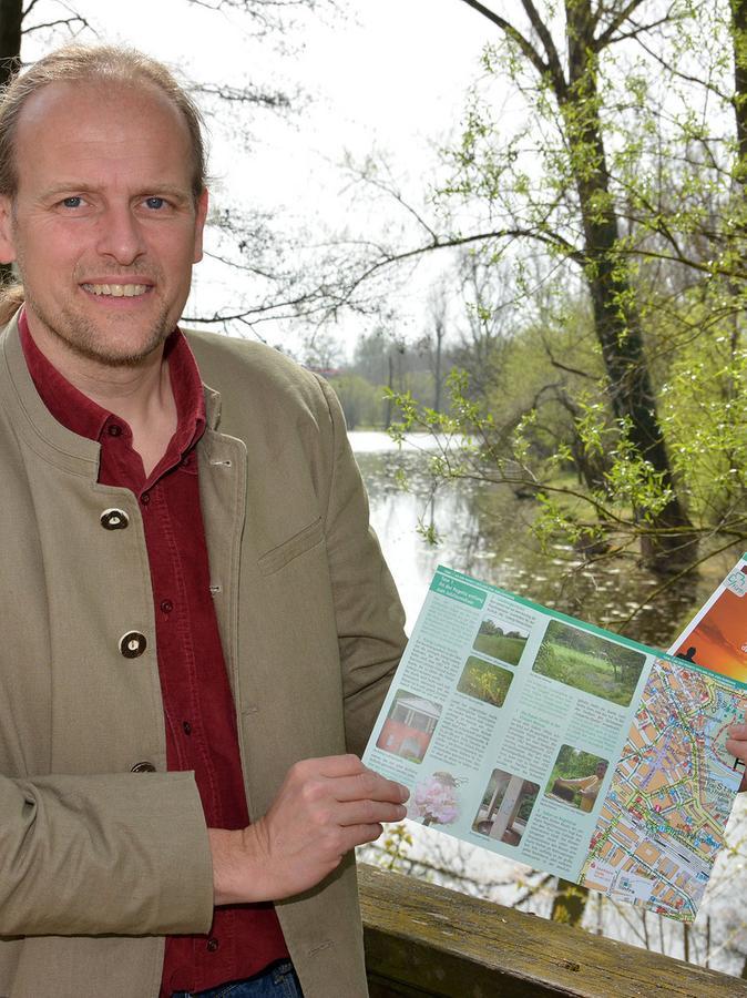 Vorstellung der neuen Naturwander-Broschüre für die Kleeblattstadt mit Gerhard  Brunner (Biologe).