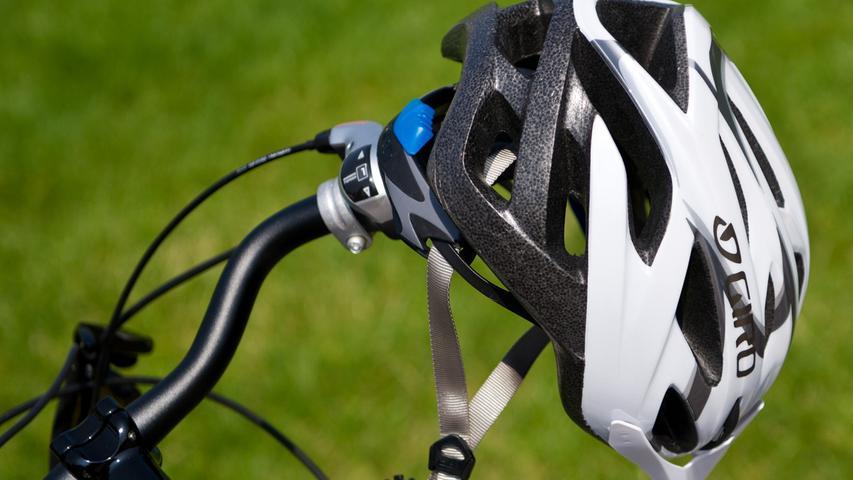 Laut letztem ADAC-Fahrradhelm-Test muss ein guter Helm nicht teuer sein. Ab 20 Euro gebe es bereits akzeptablen Kopfschutz. Woran lässt sich erkennen, dass der Helm passt?
