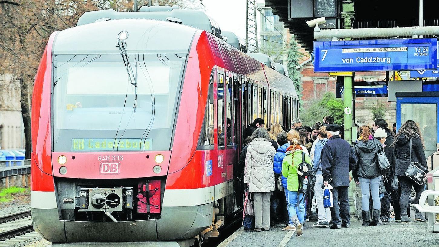 Der Landkreis möchte, dass die Rangaubahn von Cadolzburg nach Nürnberg durchfährt, doch die Gutachter sehen dafür keine Chance.