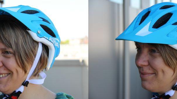 Der Helm soll weder zu weit hinten im Nacken sitzen (linkes Foto), noch zu weit vorn auf der Stirn, sonder mittig auf dem Kopf, so wie im rechten Bild.