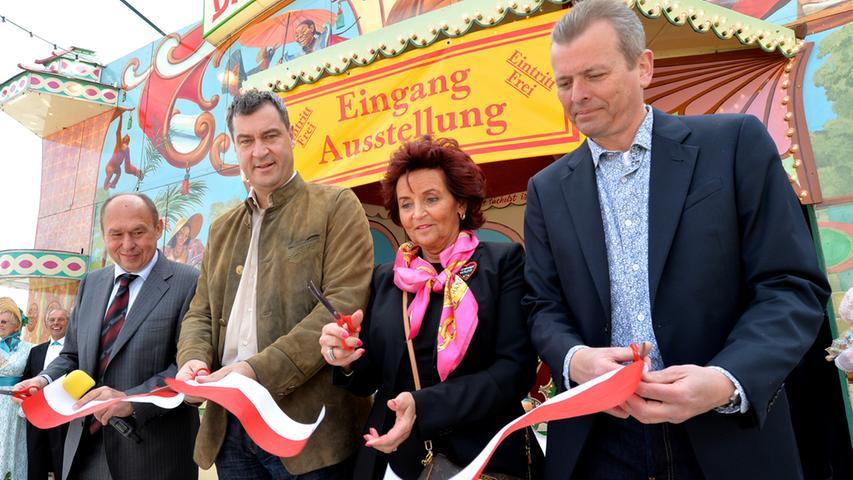 Für die feierliche Eröffnung der Nostalgieausstellung sorgen am Sonntag (v.l.n.r.) Lorenz Kalb, Markus Söder, Margit Ramus und Ulrich Maly.
