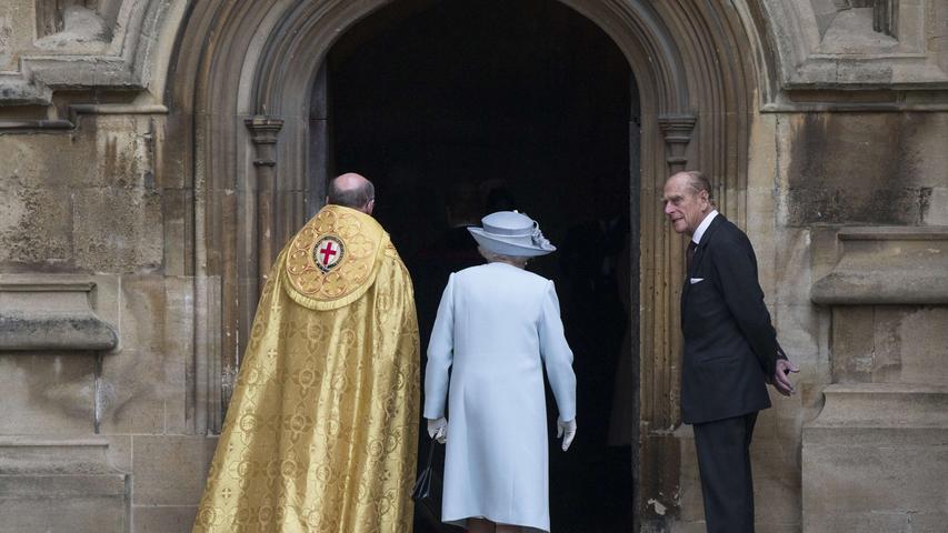 Queen Elizabeth II auf dem Weg zur Ostermesse in der St. George's Kapelle in Windsor Castle am 20. April 2014 - am Tag vor ihrem 88. Geburtstag.