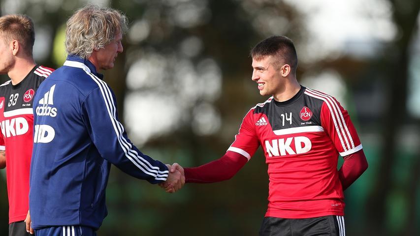 Nach dem eher stillen Michael Wiesinger sollte mit Verbeek auch auf dem Trainingsplatz ein neuer Wind wehen und begabte Spieler wie Robert Mak endlich dauerhaft in die Spur finden.