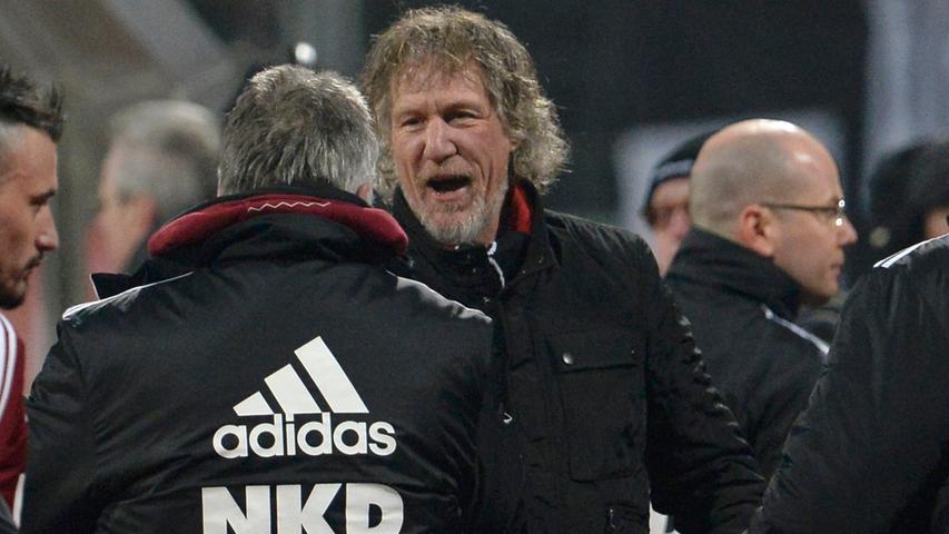 Mit einer ungewöhnlichen Aktion lenkte Verbeek die Aufmerksamkeit nach der Winterpause auf sich: Erst nach dem ersten Sieg sollte sein grauer Bart unter den Rasierapparat kommen. Und schon am 18. Spieltag war Zeit für eine Rasur: Gegen Hoffenheim gelang ein fulminantes 4:0.