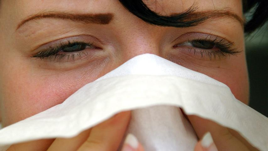 Unangenehm quälendes Gefühl, das man während der COVID-19-Pandemie beim (plötzlichen) Niesen, Hochziehen von (Nasen-)Schleim oder dem hörbaren Atmen durch die Nase in der Öffentlichkeit empfindet.