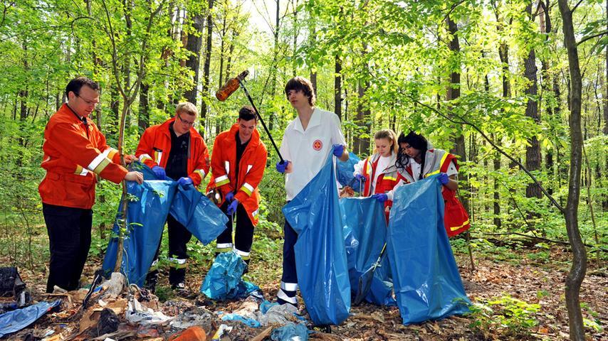 Aufräumaktion der Jugendverbände im Reichswald