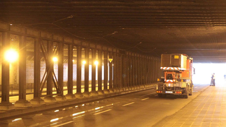 Die Nürnberger SPD-Stadtratsfraktion fordert Maßnahmen zur Vermeidung von Unfällen, bei denen die Oberleitungen abgerissen werden. Derartige Vorkommnisse waren in letzter Zeit gehäuft aufgetreten, zum Beispiel am 19. April im Celtistunnel.