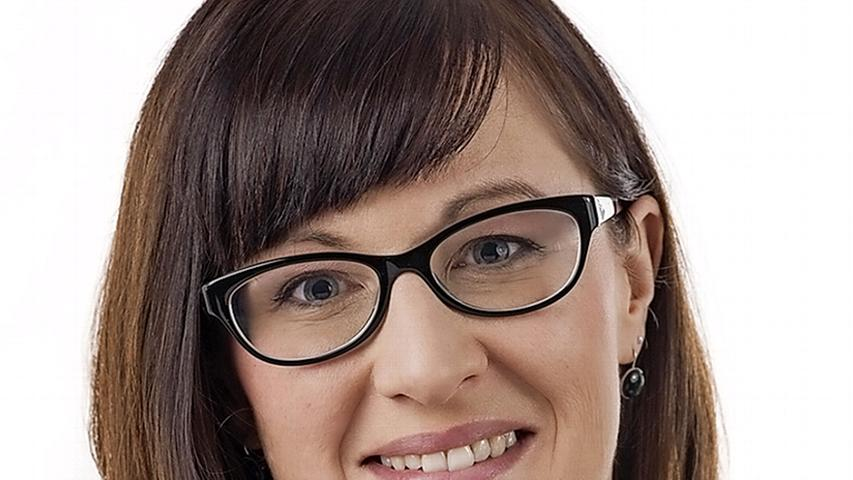 Keine Unbekannte, aber neu als Umweltreferentin ist Britta Walthelm. Sie arbeitete seit 2009 als selbstständige Bildungsreferentin und ist seit 2014 ehrenamtliches Mitglied des Nürnberger Stadtrats, seit 2017 als stellvertretende Fraktionsvorsitzende der Grünen. Sie ist Sprecherin der Grünen-Fraktion für Umwelt, Wirtschaft und Kultur sowie stellvertretende Vorsitzende im Umweltausschuss und Werkausschuss ASN (Abfallwirtschaftsbetrieb Nürnberg). Walthelm tritt die Nachfolge von Dr. Peter Pluschke an, der nach Ablauf seiner 2008 begonnenen Amtszeit in den Ruhestand gewechselt ist.