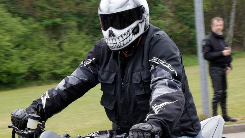 Auch wenn es nervig ist und Zeit kostet: Tragen Sie auch auf kurzen Strecken Schutzkleidung.