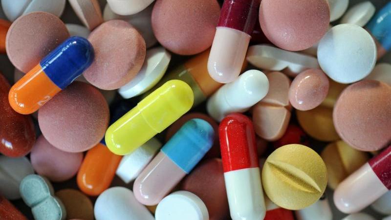Viele Patienten verlieren den Überblick über die vielen Medikamente, die sie nehmen.