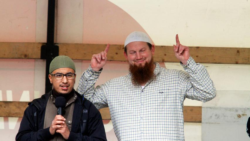 Hauptredner war der 2001 zum Islam konvertierte Deutsche Ex-Boxer Pierre Vogel.
