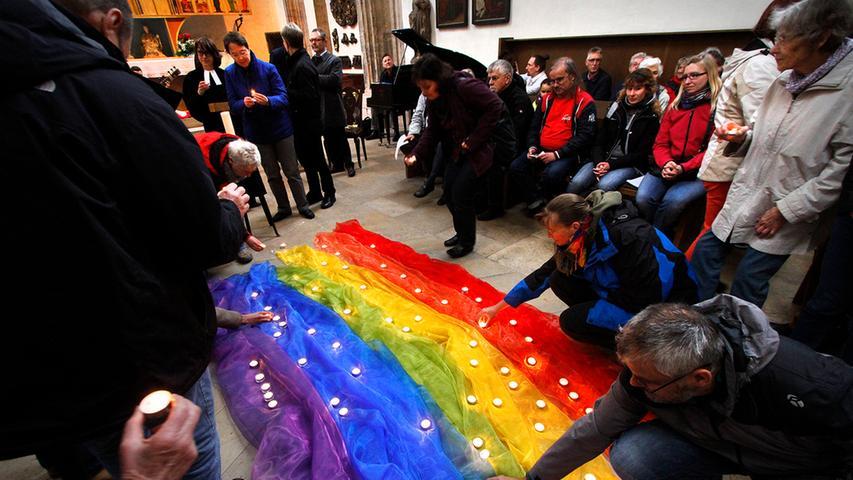 Nebenan in der Jakobskirche trafen sich unterdessen Christen, Juden und Muslime unter dem Motto