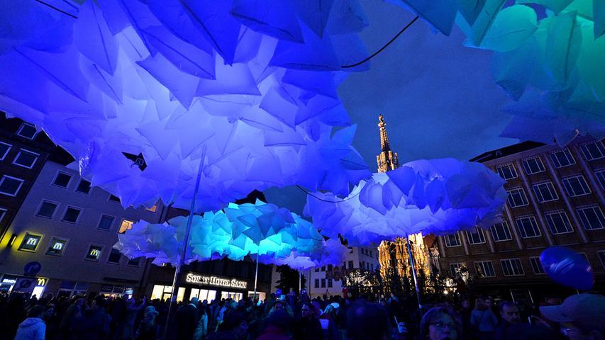 Sonstwo: Eine Nacht, in der man wohl etwas zu tief ins Glas geschaut hat. In Franken: Ein Kultevent, bei dem ganz Nürnberg in leuchtendem Blau erstrahlt.