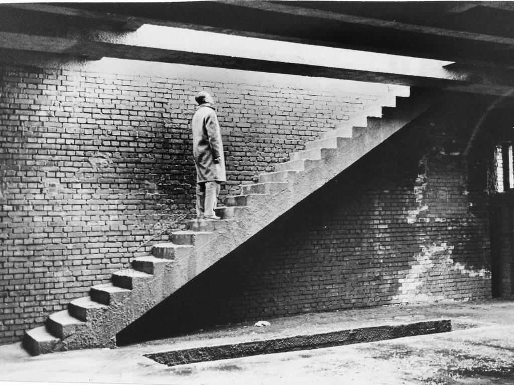 MOTIV: Märzfeld, Türme, Märzfeldtürme, Sechziger Jahre..FOTO:  Gerardi..Veröffentlicht 09.02.1961..BU: Die Atmosphäre des Kriminalfilms