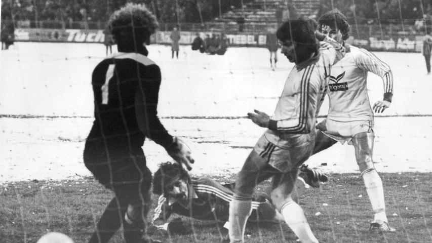 FOTO: NN / Wilhelm Bauer, historisch; 1980er; veröff. NN 01.12.1980..MOTIV:  Fussball, 1. FCN - Schalke 04; 29.11.1980, 2:0 (0:0)..KONTEXT: