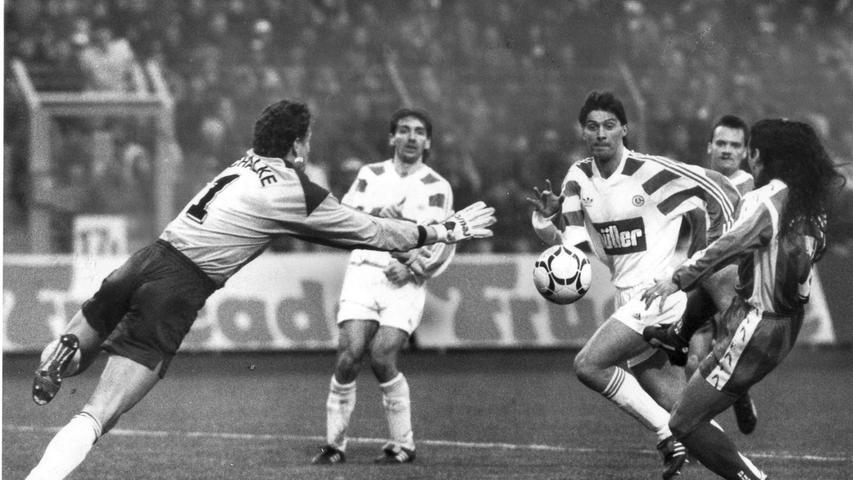 FOTO: NN / Eduard Weigert, historisch; 1990er; veröff. NN 14.03.1994..MOTIV:  Fussball, 1. FCN - Schalke 04; 12.03.1994, 1:0 (0:0)..KONTEXT: