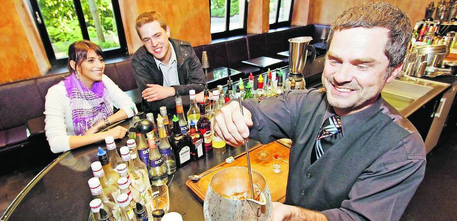 Barkeeper, ein Cocktail mit Kirschner bitte!