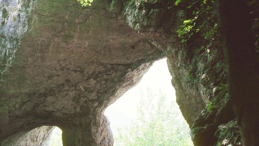 Perfekt für drei Etappen oder eine Tagestour: Auf die Wanderer wartet etwa der felsige Jungfernsprung, der Hohle Fels mit seinen riesigen Hallenhöhlen unterhalb der einstigen keltischen Wehranlage Houbirg. Alle Infos zur Strecke und einzelnen Etappen gibt es hier.