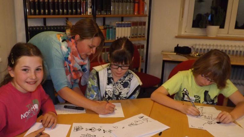 Die Grafikerin Eva Maria Miller half den Nachwuchs-Autoren bei der Illustration ihres Comic-Romans.