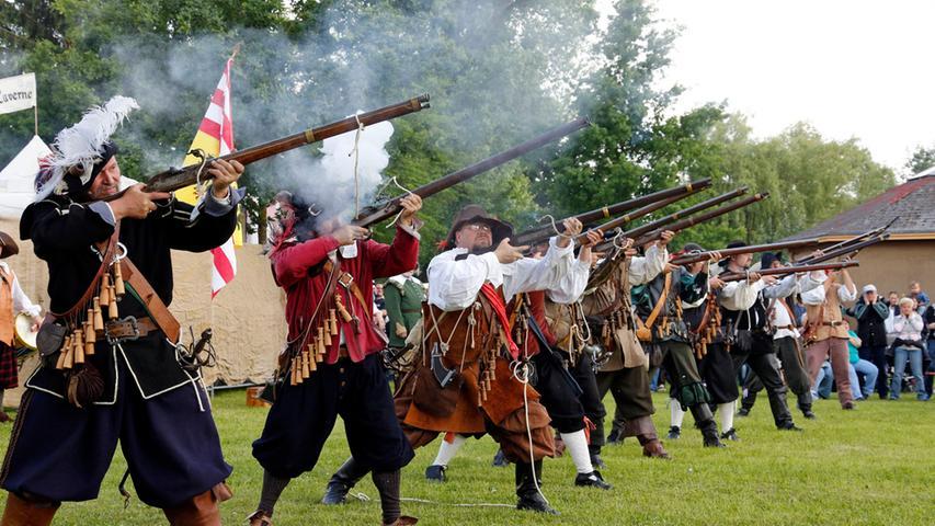 Höchstadt: Kanonen und Musketen auf dem Mittelaltermarkt