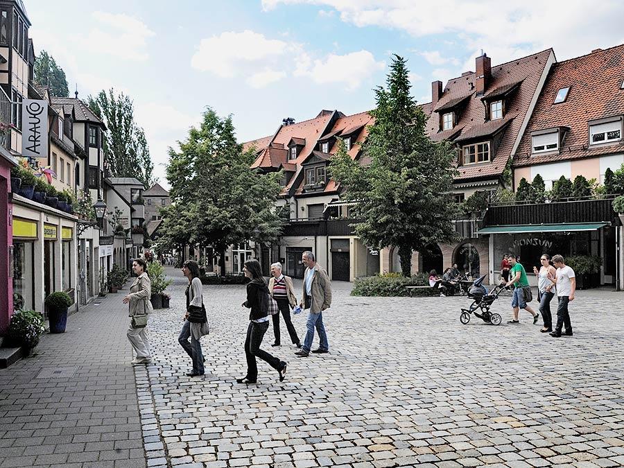 RESSORT:Feuilleton 1.6.09 FOTOGRAF: Karlheinz Daut MOTIV: Trödelmarkt , Weg zum Henkersteg