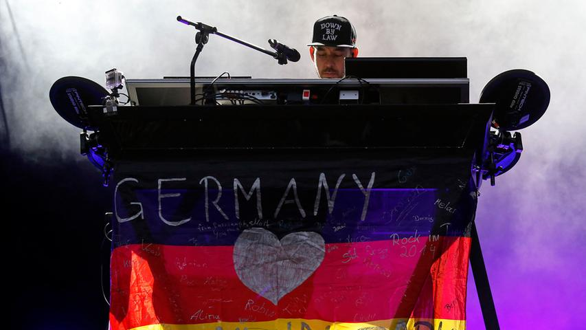 Poli/Lok/Feui..Foto: Günter Distler..Motiv: Rock im Park 2014; Sonntag,  08.06.14; Linkin Park