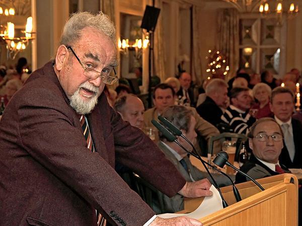 Seinen Mitarbeiter waren ihm stets wichtig:Verleger Bruno Schnell bei seiner Ansprache an die große Gästeschar bei der Rentner-Weihnachtsfeier der Unternehmensgruppe Nürnberger Nachrichten.