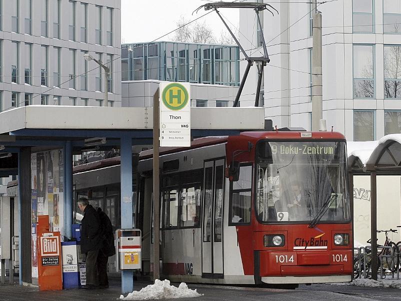 In Thon ist für die Nürnberger Straßenbahn derzeit (noch) Endstation. Eine Verlängerung in Richtung Wegfeld wird zur Zeit gebaut. Von dort aus könnte die Stadt-Umland-Bahn (StUB) fahren.