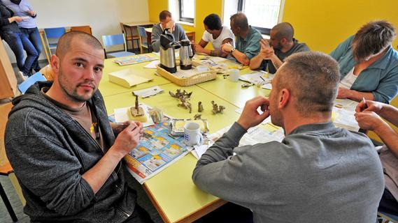 Felix Boekamp (links) ist eigentlich Student. In seiner Freizeit gibt er Kunstkurse, unter anderem in der Nürnberger U-Haft.