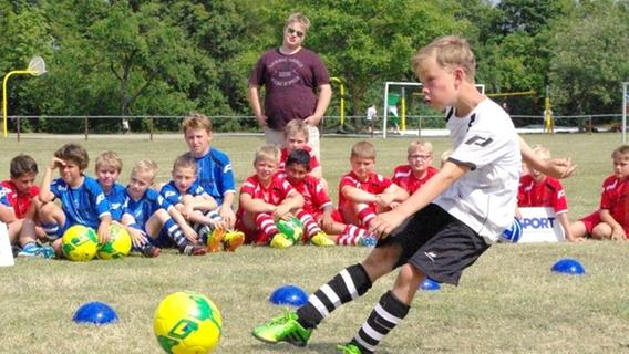 Mama mit Köpfchen: Das Fußballcamp in Burgbernheim