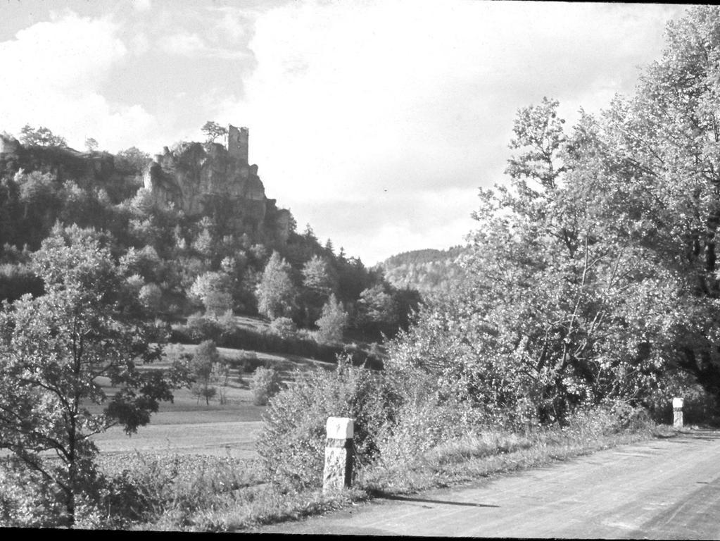 Historisches Foto, aufgenommen von Wilhelm Heinz ca. 1930 in der Fränkischen  Schweiz, digitalisiert von Max Legien Hier: Ruine Neideck
