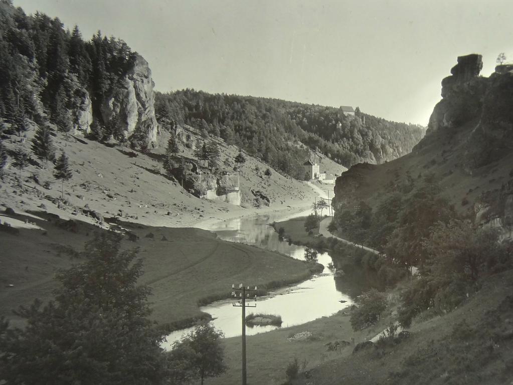 Der mittlere Lauf der Wiesent: aufgenommen von Wilhelm Heinz ca. 1930 in der Fränkischen  Schweiz, digitalisiert von Max Legien.