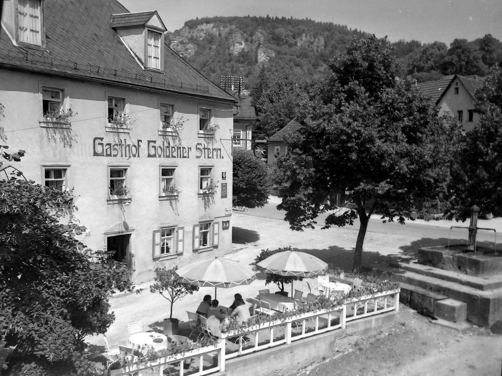 Historisches Foto, aufgenommen von Wilhelm Heinz ca. 1930 in der Fränkischen  Schweiz, digitalisiert von Max Legien Hier: Gasthaus Goldener Stern Muggendorf