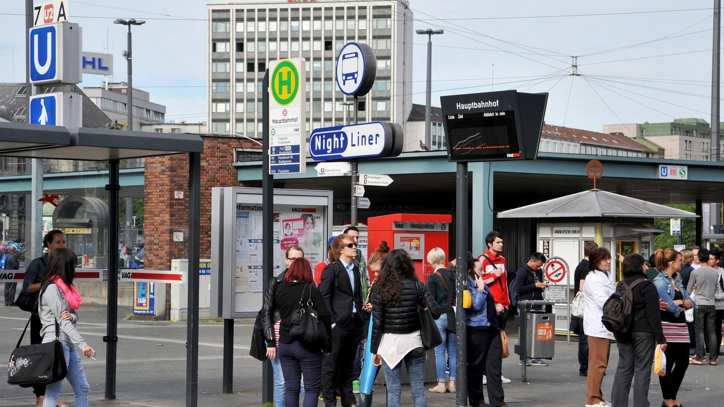 Die Bahnsteige A und B an der Straßenbahnhaltestelle am Nürnberger Hauptbahnhof sind nicht barrierefrei, bemängelt die SPD.
