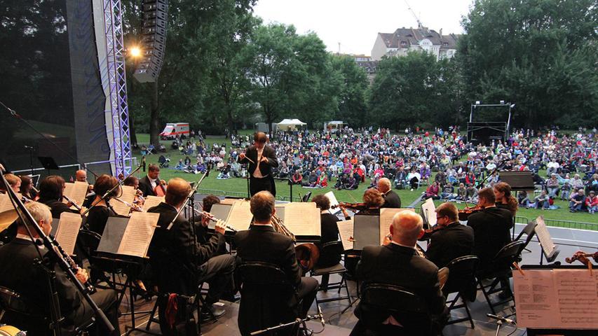 FOTO: Martin Bartmann DATUM: 28.06.2014 MOTIV: Sparda-Bank Classic Night im  Stadtpark Fürth MOTIV: Donau Philharmonie Wien, Musikalische Leitung: Manfred  Müssauer