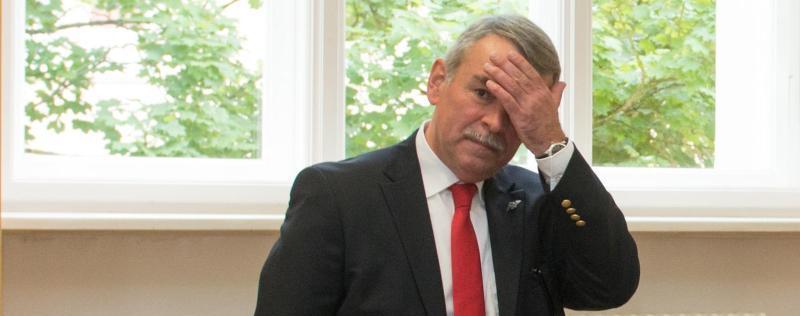 Während der Verhandlungen erhärtet sich der Verdacht, dass Mollath der gefährliche Reifenstecher war, der 2005 sein Unwesen trieb. Der 57-Jährige stand einem Bericht der Süddeutschen Zeitung zufolge auch auf einer Täterliste der NSU-Mordserie.