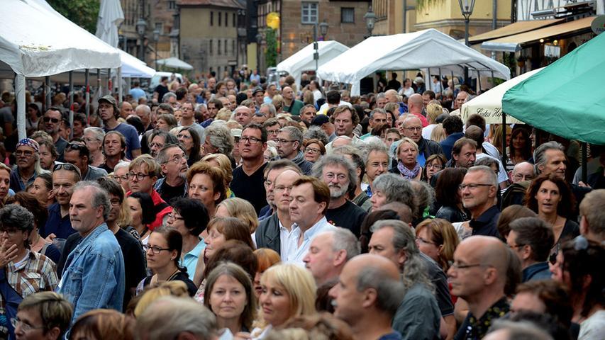 Ab 1999 wird das Fürth Festival auch mit Live-Musik in der Gustavstraße begangen. Unser Bild zeigt eine Szene aus dem Jahr 2014, als die Rudi Madsius Band vorspielte.