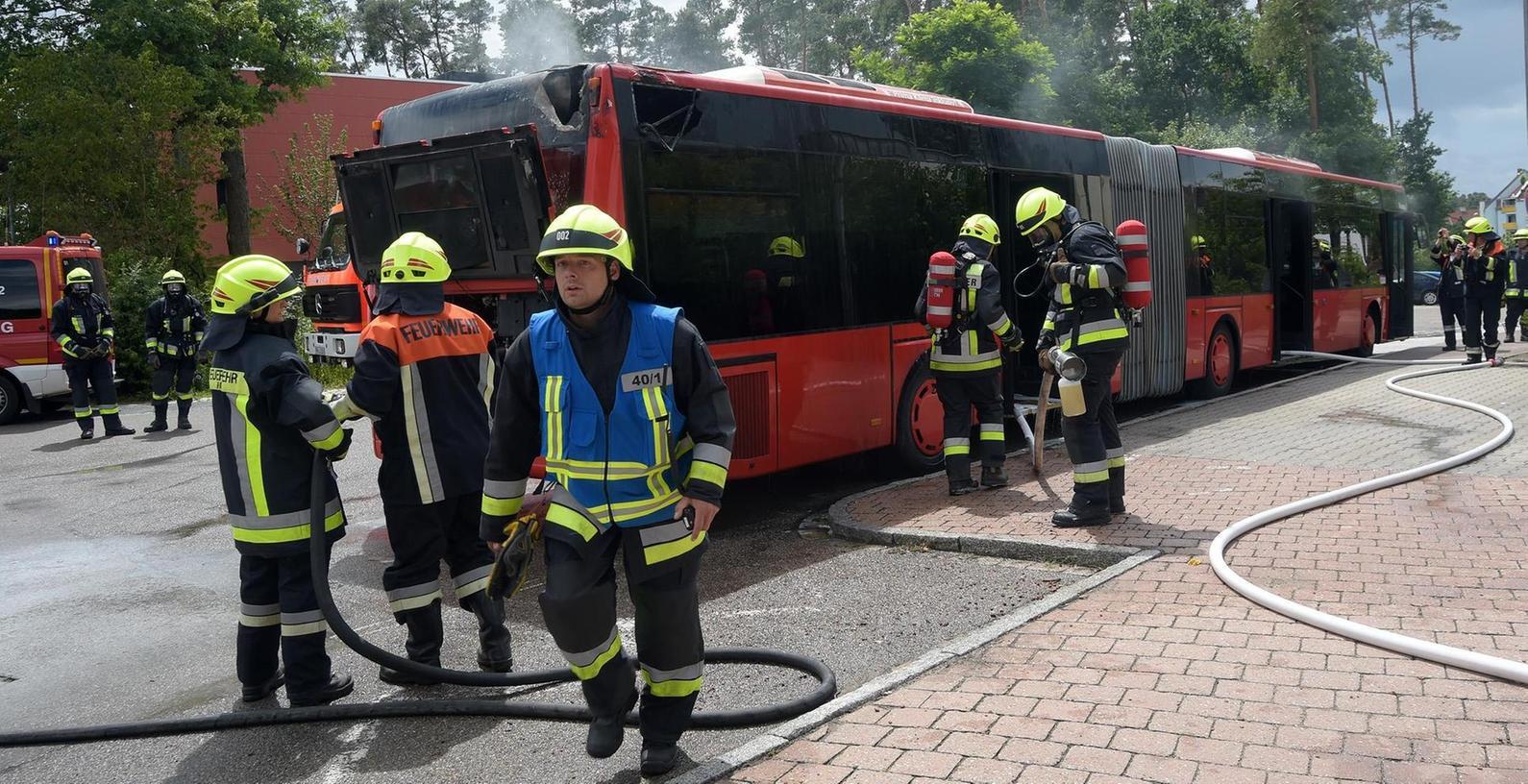 Beim Brand des Gelenkbusses in Roth kam niemand zu Schaden.