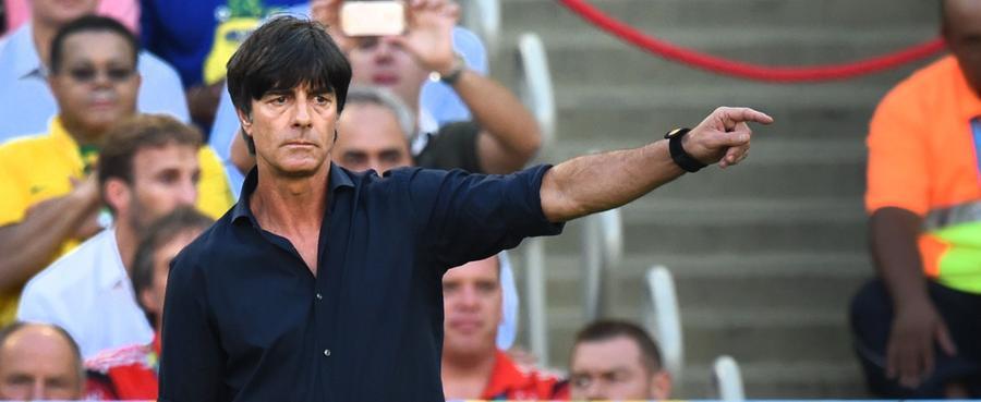 Am 12. Juli 2006 wurde Joachim Löw in Frankfurt am Main als zehnter Bundestrainer vorgestellt. Er übernahm für Jürgen Klinsmann, der sich nach der WM 2006 ausgebrannt fühlte und zu seiner Familie nach Kalifornien zurückkehren wollte.