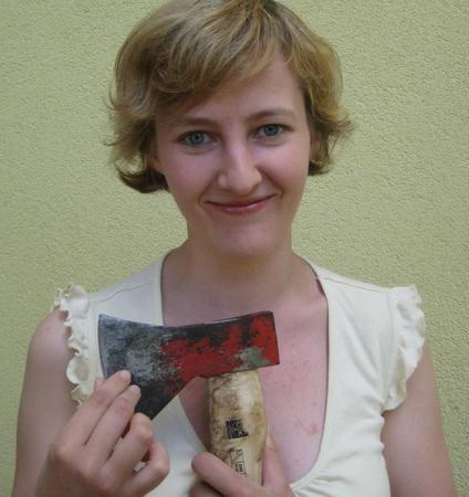 Schneidige Literatin: Schriftstellerin Sigrun Arenz ist bevorzugt im Krimigenre unterwegs.